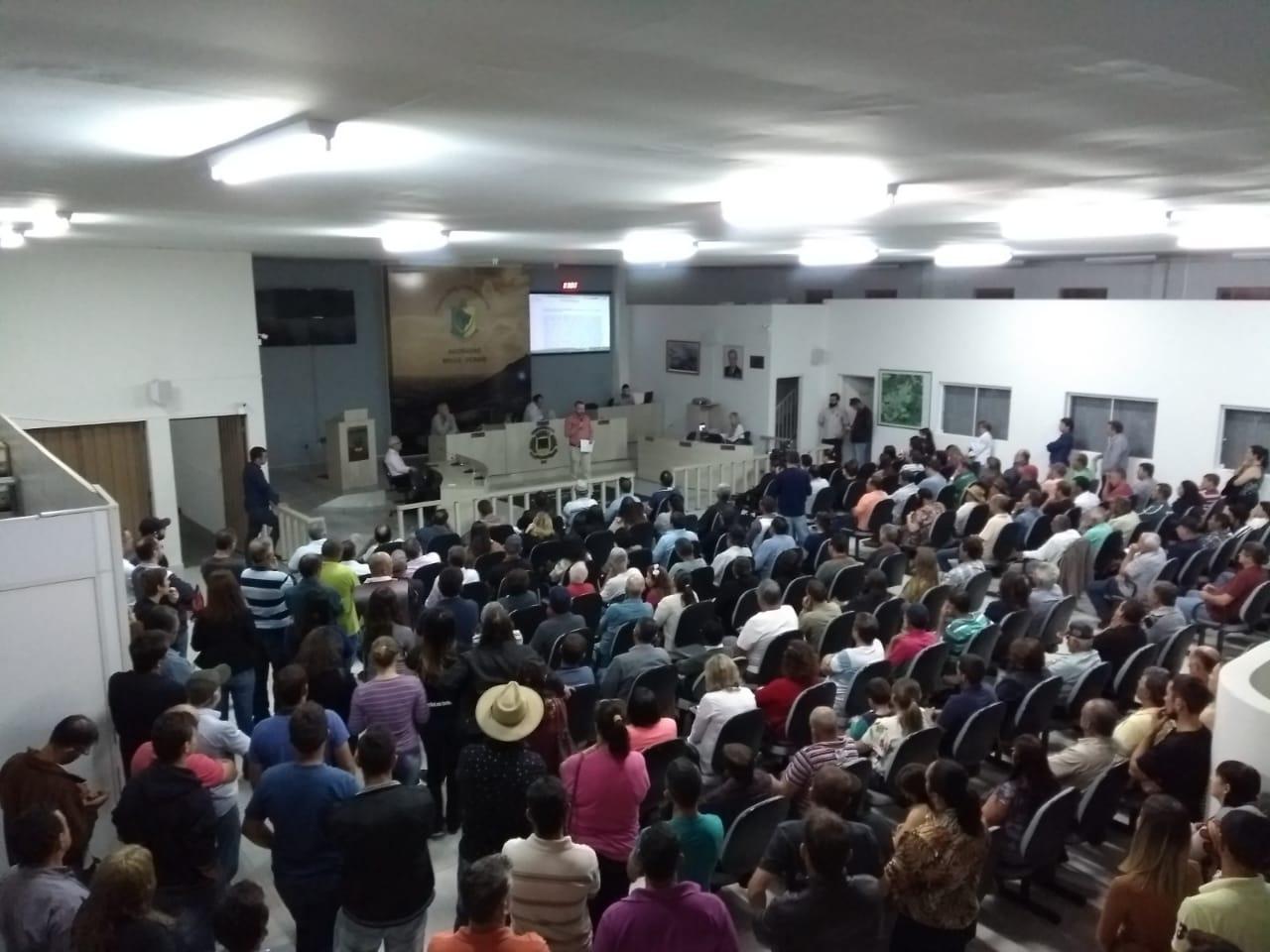 Câmara recebe grande público para debater cobrança da Contribuição de Iluminação Pública