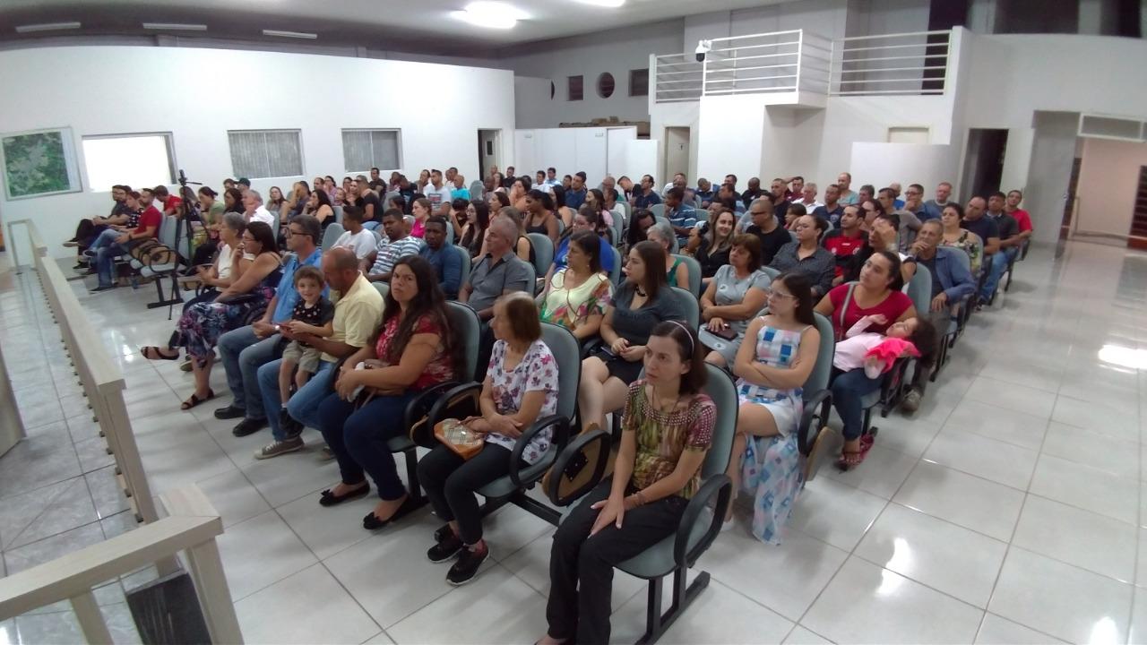 Grande público acompanha a última sessão de 2019