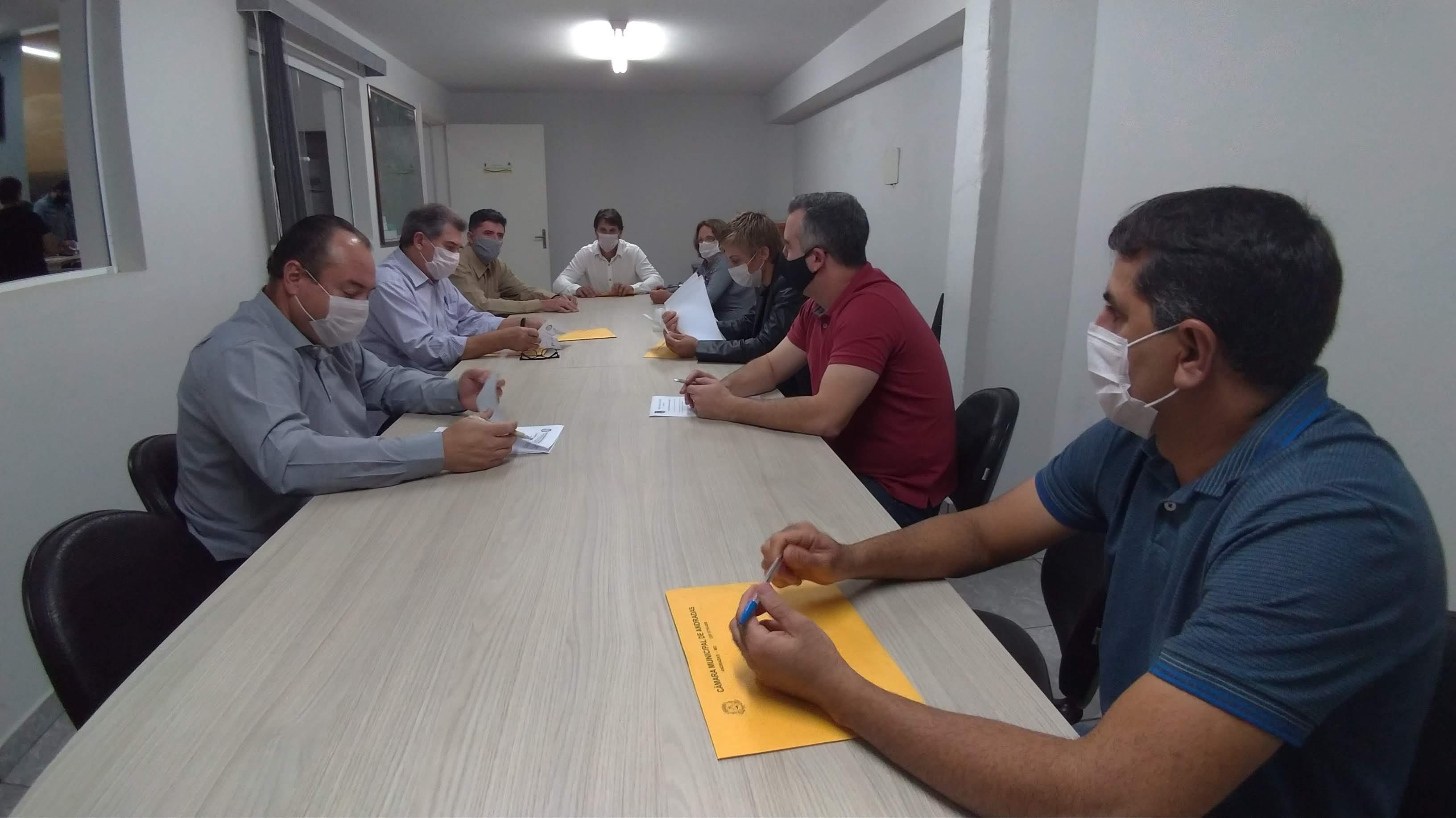 Vereadores aprovam emenda a PL e excluem aumento de salário para prefeito, vice-prefeito e vereadores